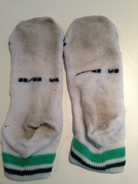 Limpando meias encardidas
