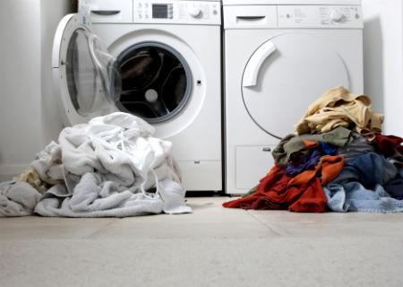 Lavando roupa namáquina