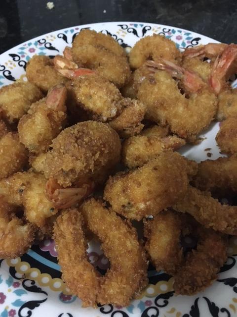 Camarões empanados